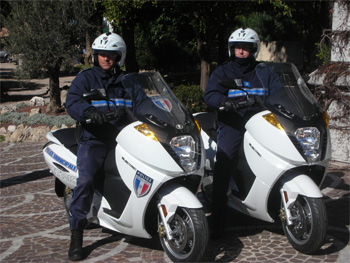 la police municipale du cannet se dote de scooters lectriques vectrix. Black Bedroom Furniture Sets. Home Design Ideas